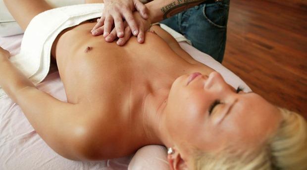 samll tits blonde girl getting massage mobile porn download