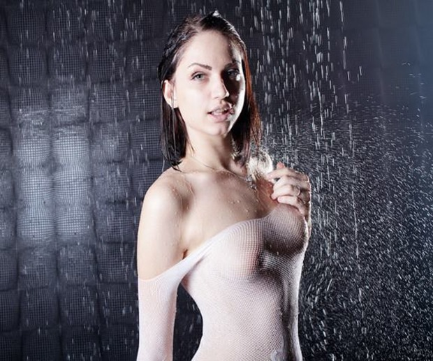 TouchMeHon getting naked and wet